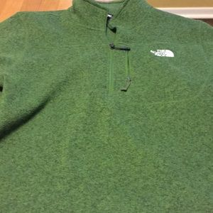 North Face Men's 1/4 Zip Long Sleeve Pullover